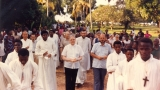wizyta-ojca-generala-richarda-mccullena-w-bikoro-1986